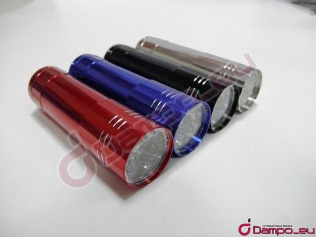 /><br /> <big>Délka: 9.5 cm <br /> Průměr : 2.9 cm<br /> Návod: <br /> Stiskněte jednou bude pokračovat dál.<br /> Běží na 3 AAA baterie (není součástí dodávky)<br /> Obsah balení: 9 LED svítilna</big><br /> <img style=